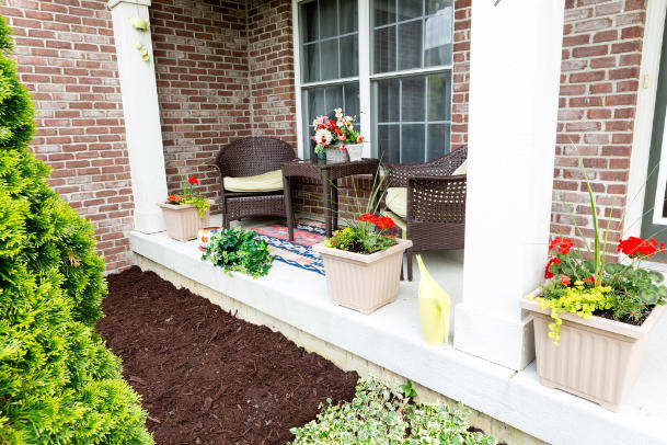 Mulching flowerbeds around the house termites